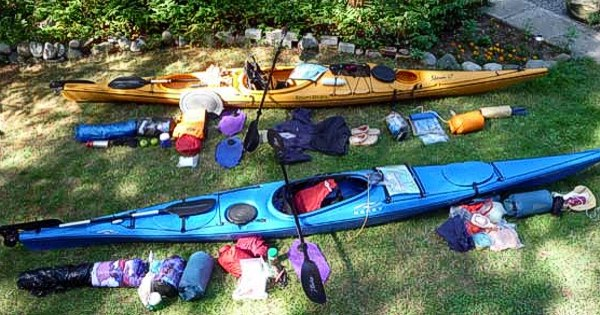 What should you do while traveling from camp to kayak
